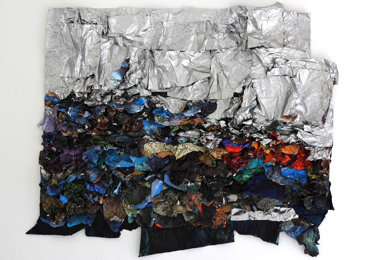 Suné Woods,《像光一样旅行》,2015 年。59 x 57 英寸。混合媒体拼贴。